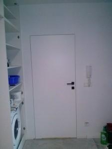 Drzwi ukryte w ścianie