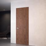 Drzwi ukryte w ścianie fornir pionowy