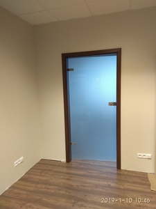 Drzwi szklane z kontrolą dostępu